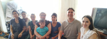 Five Roma families received food packages from the church in Omsk.