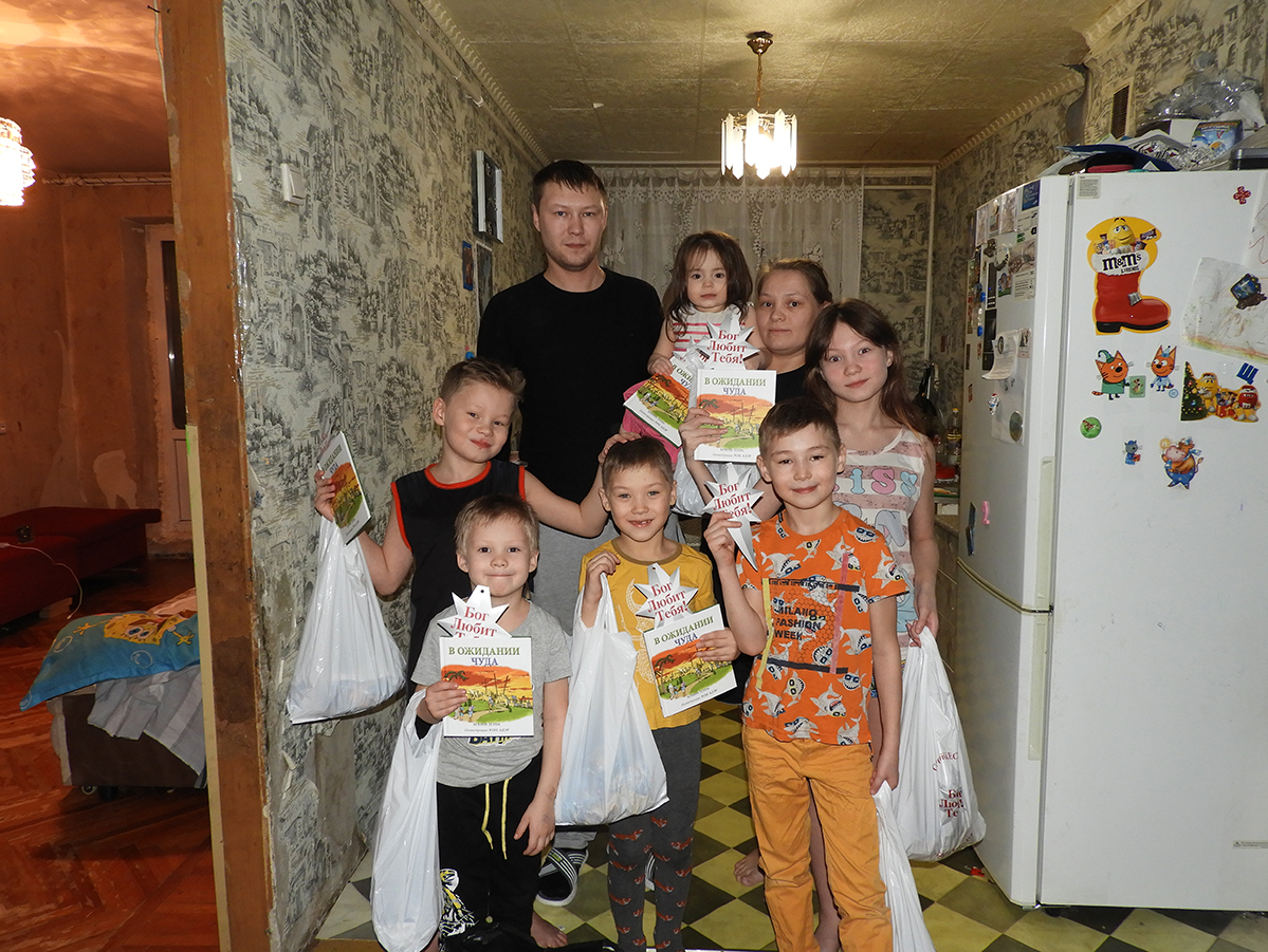Believers visited Natalia and her family in their home.